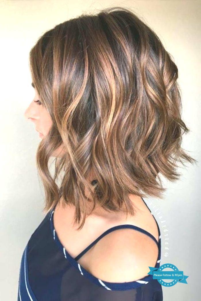 Frisuren Kurz Bob Frisur Lockige Braune Haare Damenfrisur In 2020 Mittellange Haare Frisuren Einfach Frisuren Einfache Frisuren Mittellang