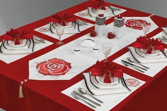 Картинки по запросу красная скатерть фото | Holiday decor ...