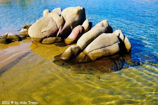 005. Golfo di Marinella: Graniti plasmati dal tempo, ovvero ... quando la natura si diverte - PORTO ROTONDO - inserita il 04-Aug-12