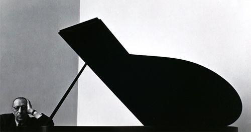 """'Das' #Konzeptmeisterwerk schlechthin:  Arnold Newman // Igor Stravinsky., New York °1946 ;  Eine """"Absolute"""" Komposition nach:  Negativem Raum, Linienführung, Formkontrasten und der Adaptierung klassischer Schnitte"""