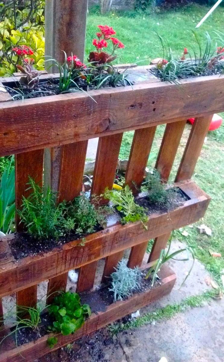 huertas verticales de pallets  jardinera en 2019  Jardinera Jardn amurallado y Paleta de jardn
