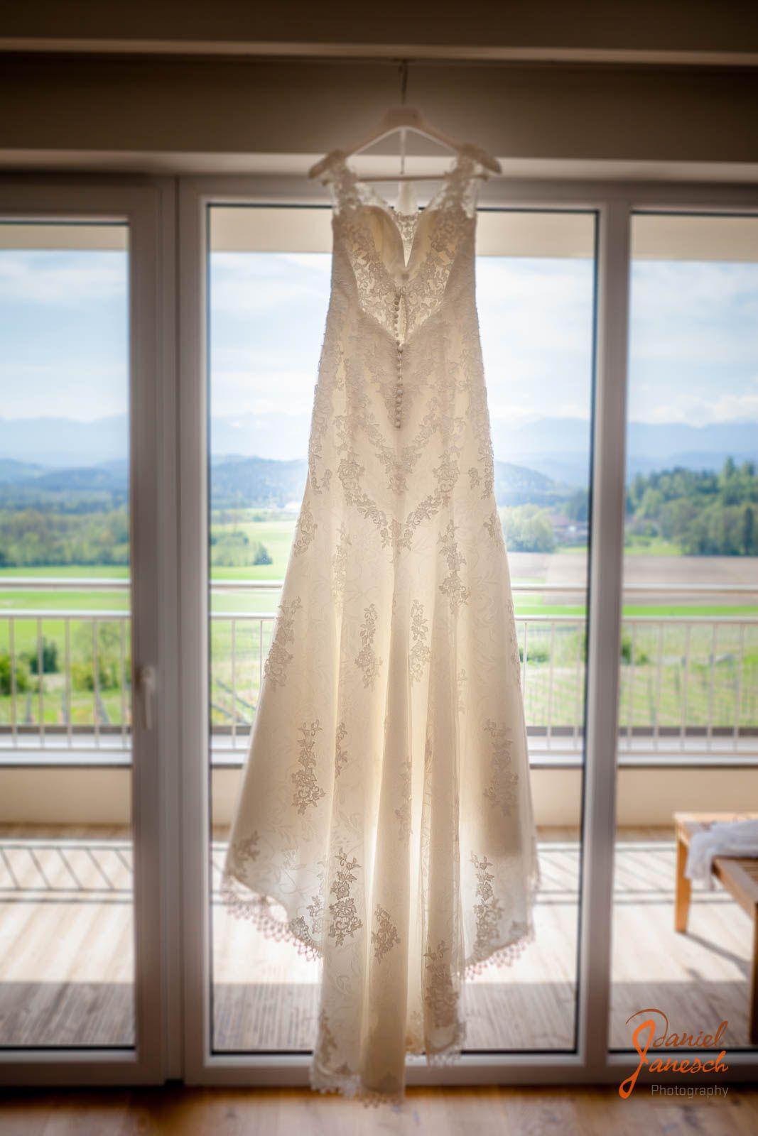 Hochzeit Kathrin und Max Hochzeitskleid Foto: Daniel Janesch Canon ...