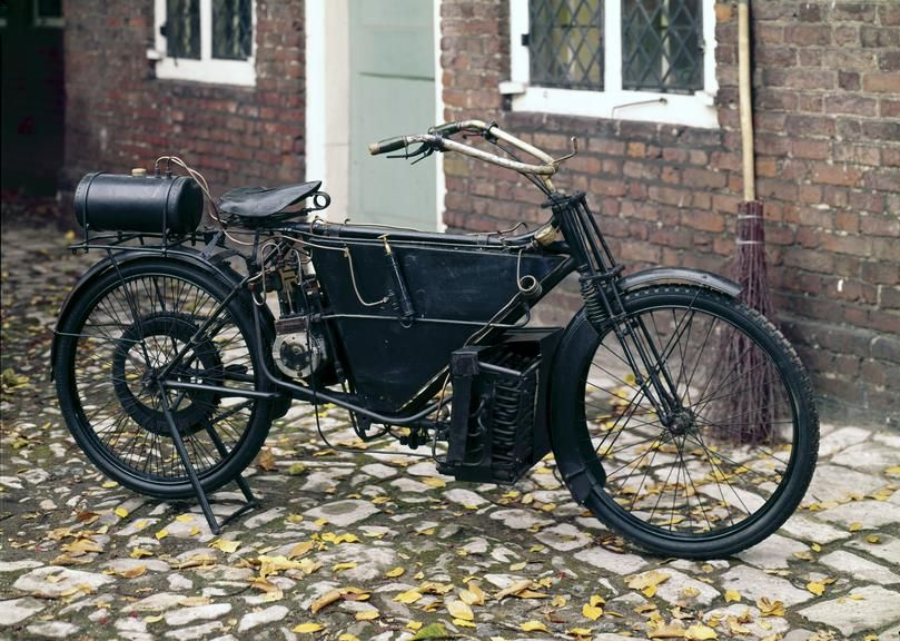 Steam motor cycle, made by Pearson and Cox, 1912  The arrangement of