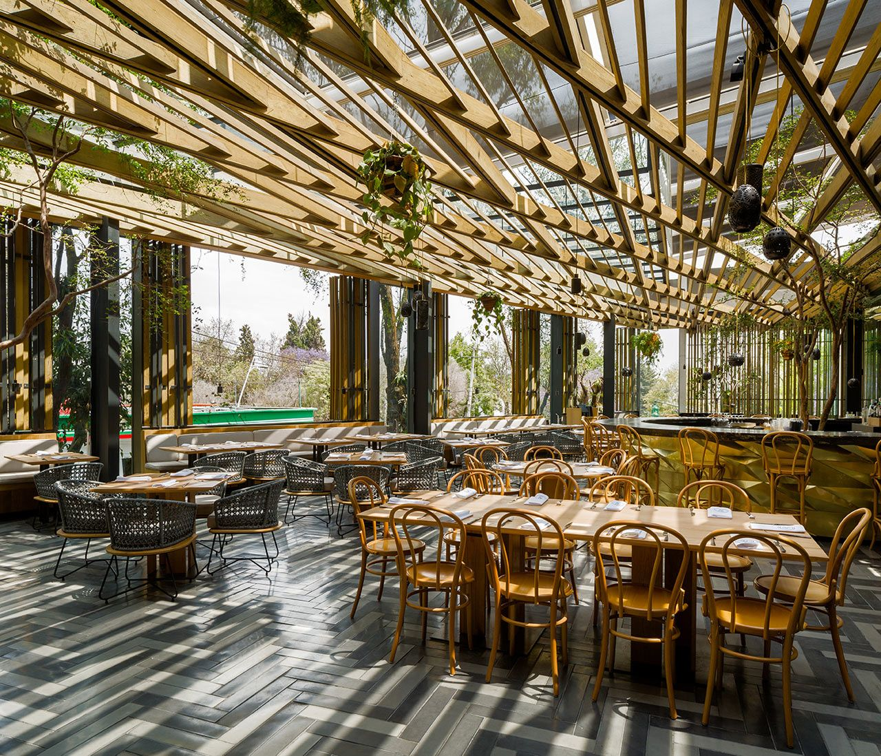 Modern Italian Garden Design: Piedra Sal: A Modern Restaurant In Mexico City