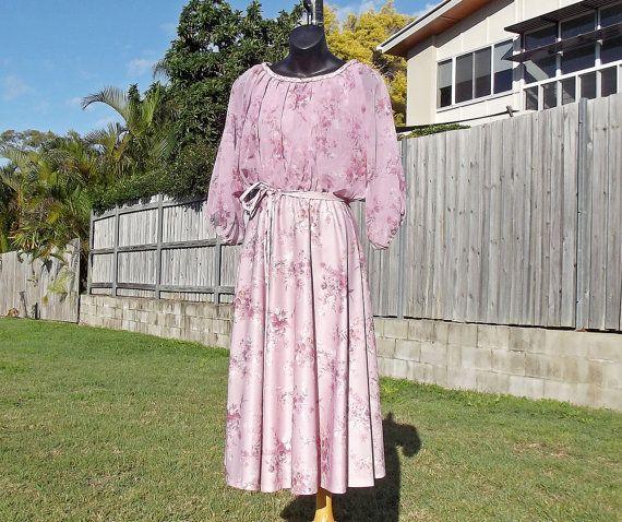 70s Vintage Tea Dress Size S Lilac Floral by VintageSquirrels, $38.95 #vintage #lilac #floral #vintagedress #fitandflare #fullskirt #vintageclothing #1970s