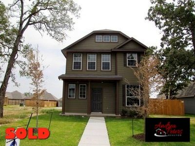 2002 Turning Leaf Dr, Bryan, TX 77807 | SOLD with Andrea in April 2012 as a Buyer's Agent with the BCS Dream Team of Cortiers Real Estate. List Price: $157,900