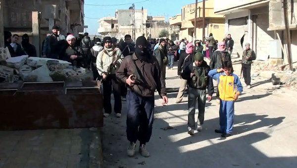 Siria negó ayer las acusaciones del mediador internacional Kofi Annan (foto), que dijo que las fuerzas de Damasco usaron armas pesadas y helicópteros en los enfrentamientos en la localidad de Tremseh esta semana...Ver más en: http://www.elpopular.com.ec/57571-annan-acusa-a-gobierno-sirio.html?preview=true