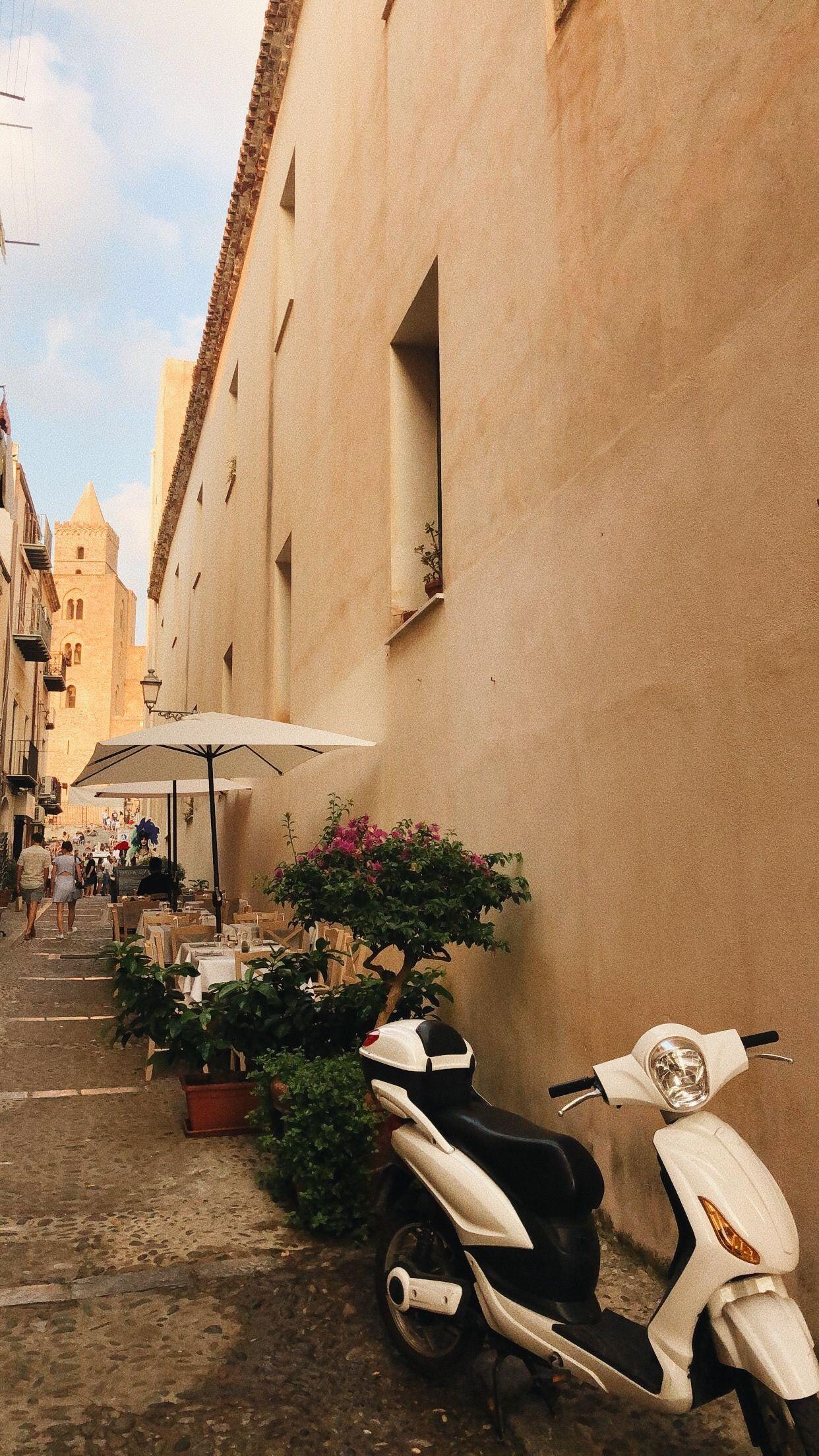 #cefalu #sicilia #sicily #sicilytravel #travel #italy #italytravel #vespa #europe