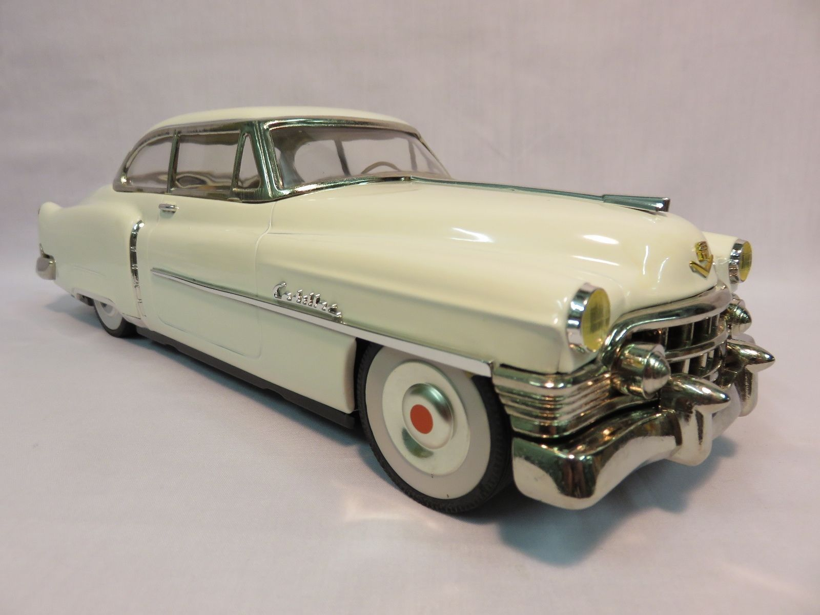 vintage 1950 cadillac sedan white tin friction car made in japan ebay cadillac modelauto. Black Bedroom Furniture Sets. Home Design Ideas