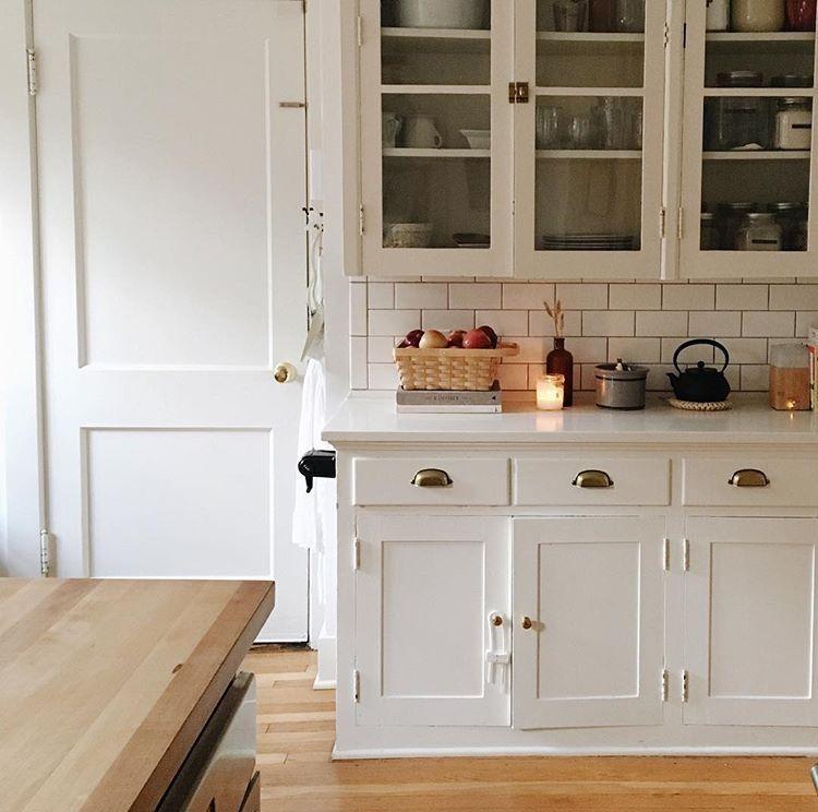 Une cuisine blanche l 39 esprit maison de famille d co et am nagement cuisine d coration - Cuisine maison de famille ...
