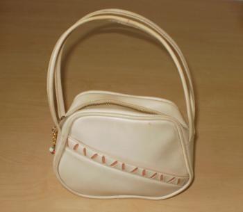 Tytön käsilaukku 1960-luvun alusta