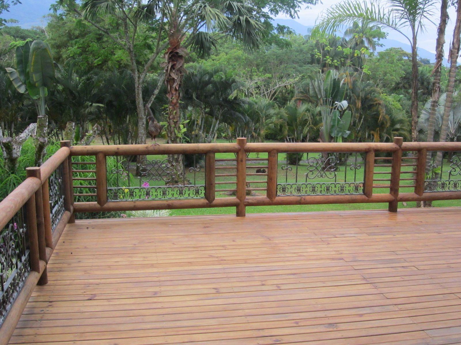 Deck y pasamanos en madera inmunizada en villavicencio for Tapar barandilla balcon