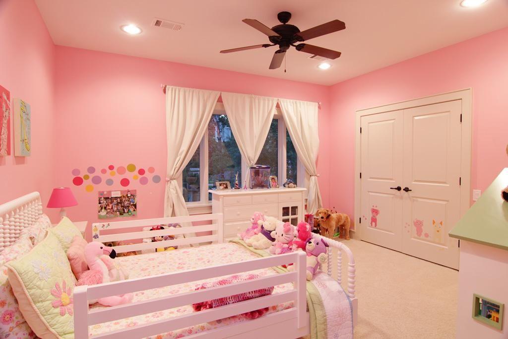 414 N Wilcrest Drive - 4 bedrooms, 4.5 baths, 2-car garage