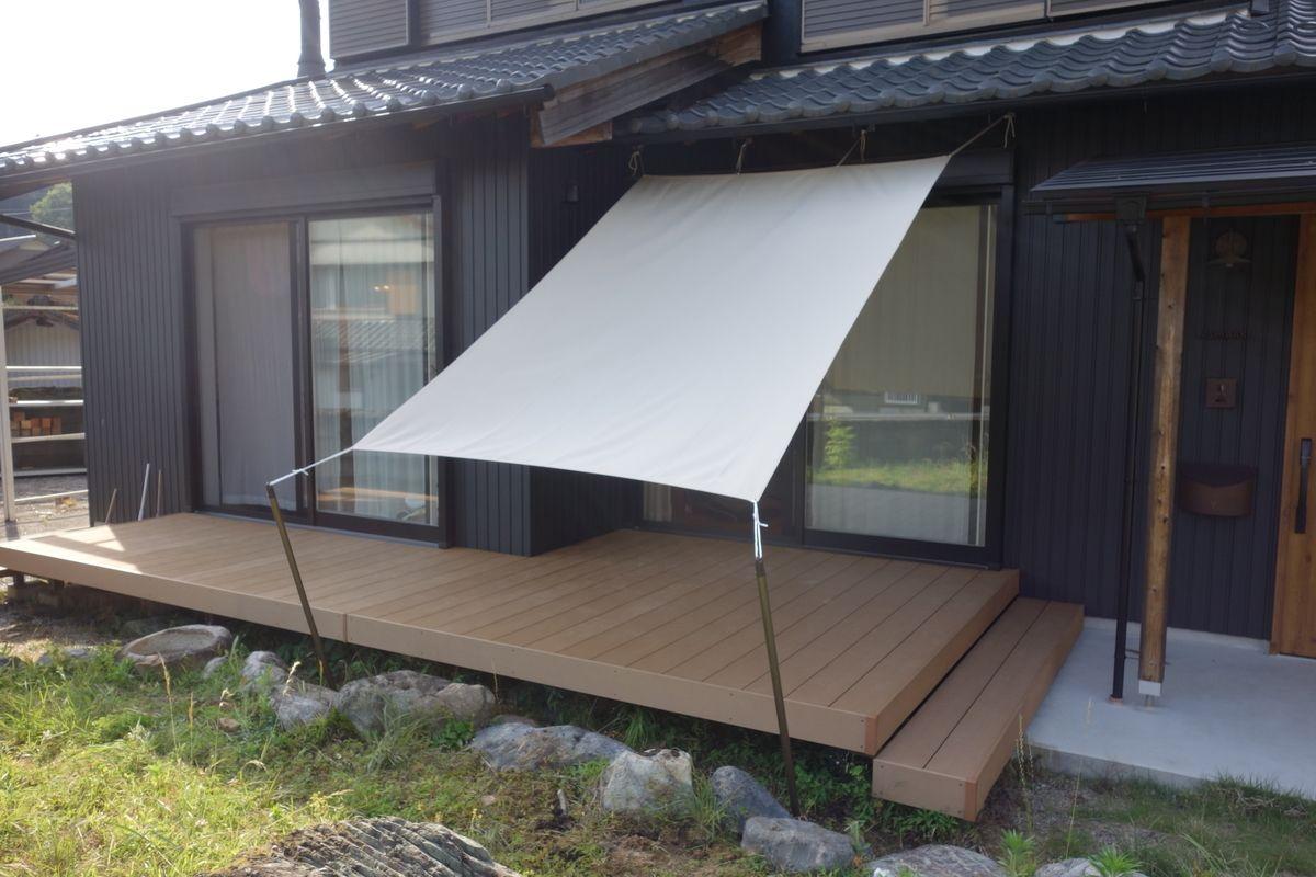 Diy 1万円でウッドデッキにタープを設置 ベランダ シェード 庭