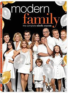 Modern Family S9 Google Search Modern Family Modern Family Phil Modern Family Tv Show