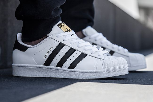 Adidas Superstar All Black Feet