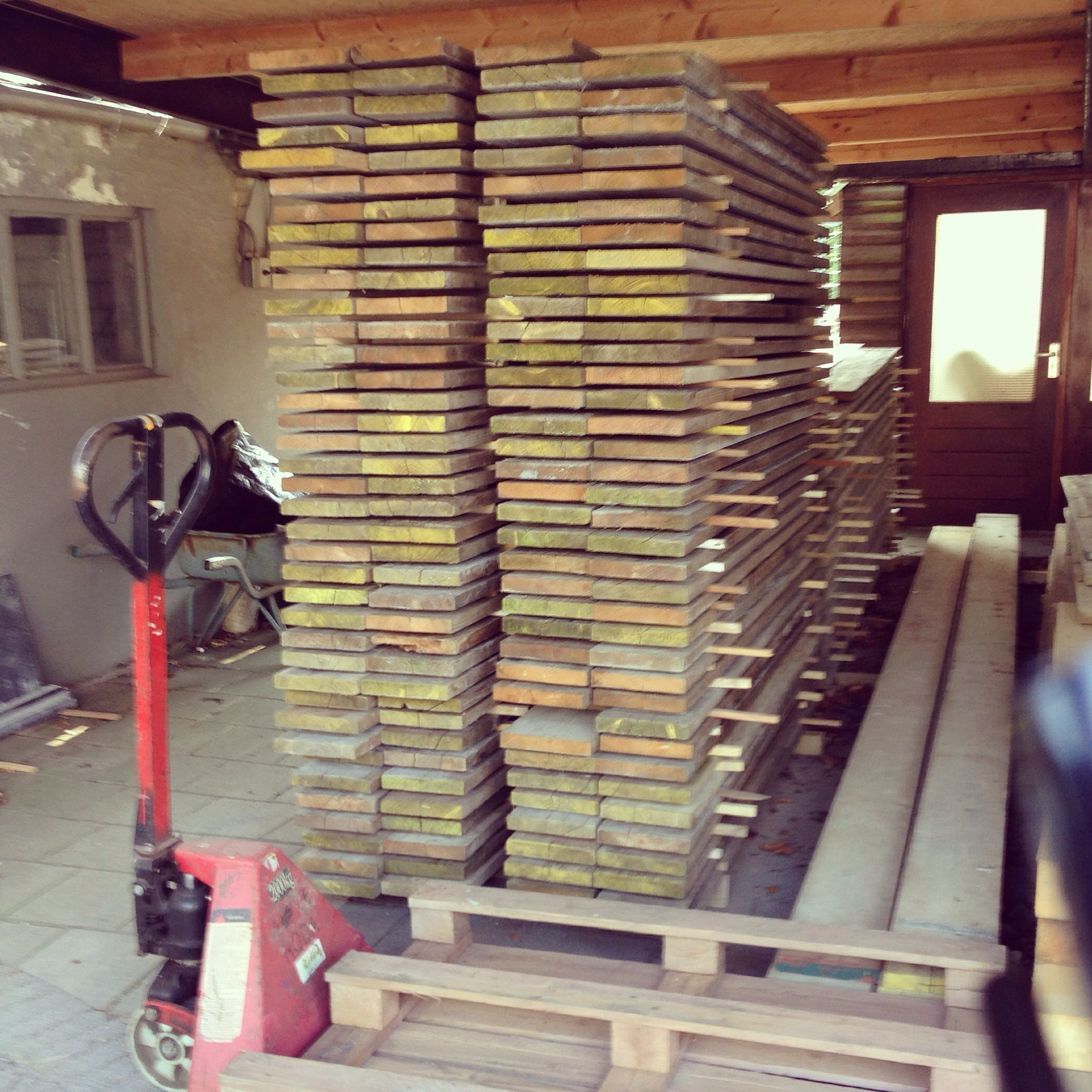 "RicoKastelijn steigerhouten en sloophouten meubels ""Achter de schermen"""
