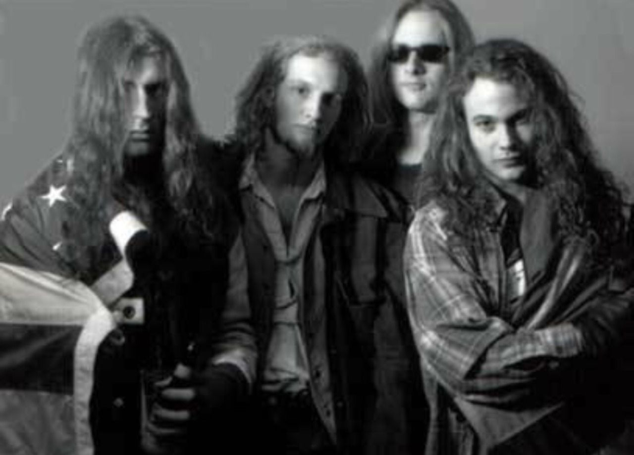 Layne Thomas Staley With Images Alice In Chains Mike Starr Starr