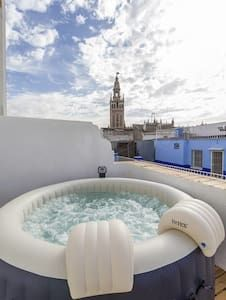 Marvelous HOT/COOL PRIVATE JACUZZI OVERLOOKING GIRALDA   Sevilla