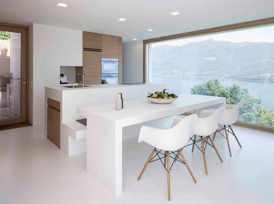 Cocina abierta a sal n con mesa de obra y banco adosado a - Isla de cocina con mesa ...