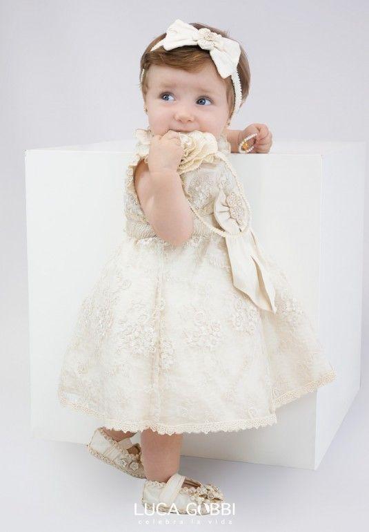 Vestido de bautizo elegante de nina