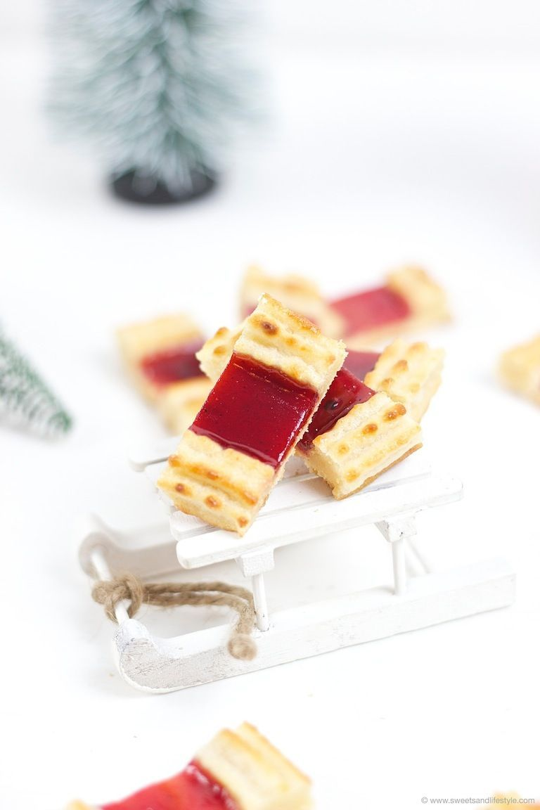 Kekse für Weihnachten Eisenbahner Rezept // Traditional Austrian Christmas cookies with almond paste filled with jam // Sweets ans LifestyleEisenbahner Rezept // Traditional Austrian Christmas cookies with almond paste filled with jam // Sweets ans Lifestyle