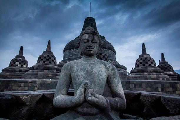 Borobudur in the evening, just before #sunset. This place was incredibly busy, but I bought a ticket for the sunset tour and found myself the only person on the whole temple at sunset which was great. Discovered by Mattyboy876 at Borobudur Temple, Borobudur, #Indonesia