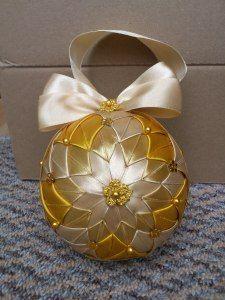 HCD002 Christmas Baubles Gold ~ Handmade Christmas Decoration