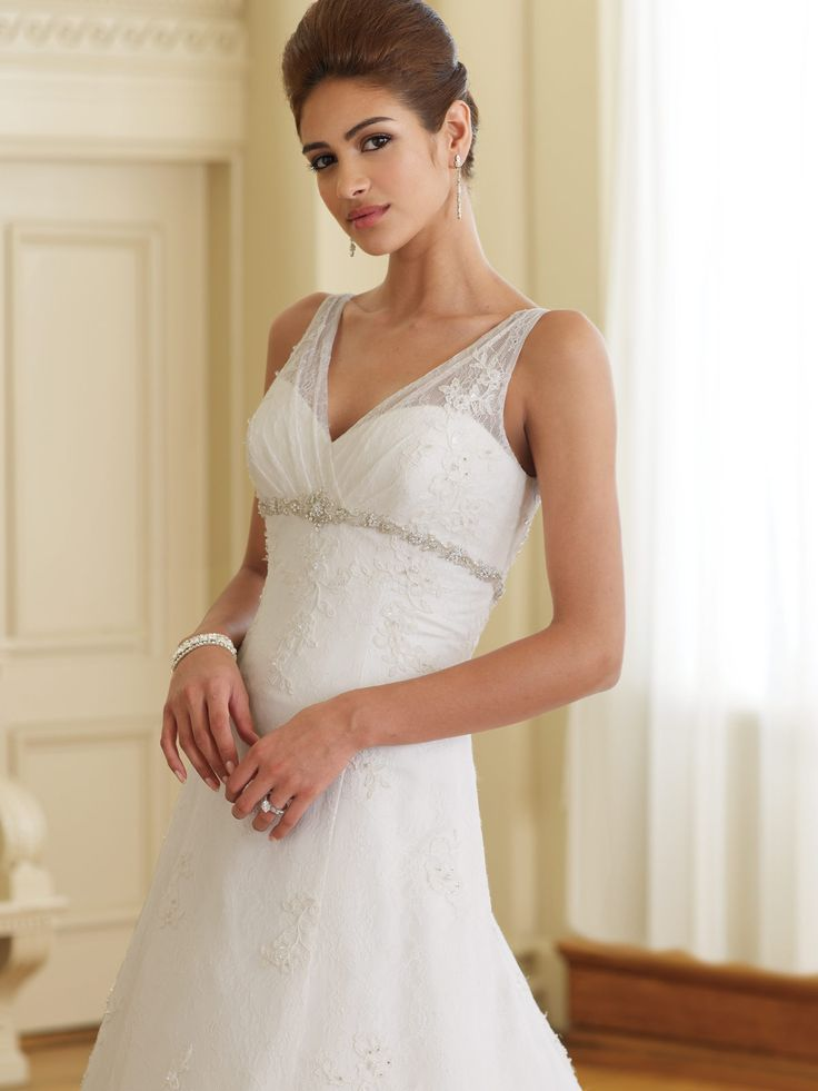 fff11de6 Sleeveless Wedding Gowns - Petite Wedding Dresses: Tips for Our Lovely  Petite Girls! - EverAfterGuide