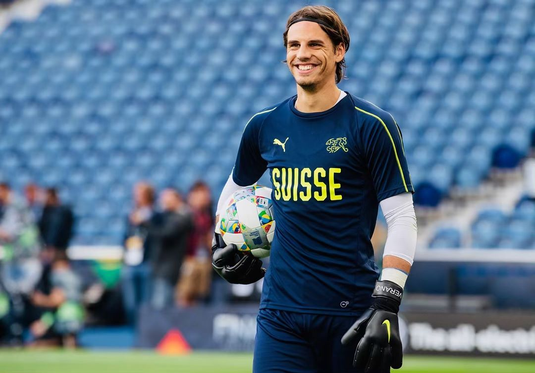 Yann Sommer Instagram Com All Smiles About Tomorrow Uefanationsleague Porsui Hoppschwiiz Verano Ys1 All Smiles Sports Jersey Jersey