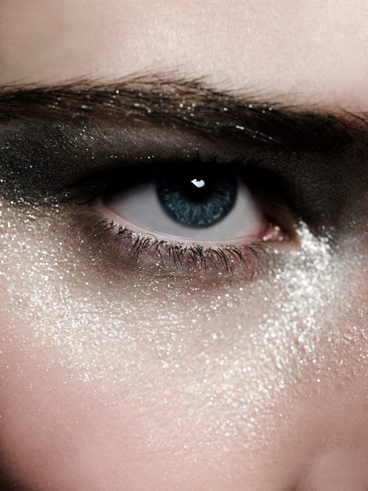 There's an NYE Beauty Hack for Hooded Eyes