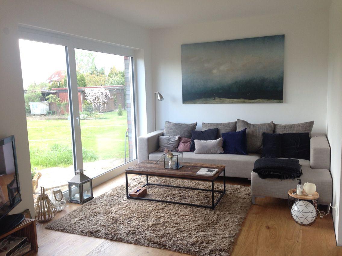 Gemütliches und helles Wohnzimmer Eichenparkett An der Wand ein ...