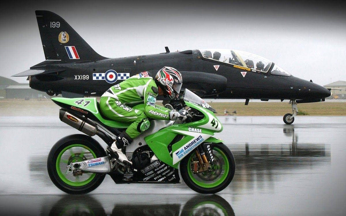 Bike Vs Plane Motorsiklet Savas Tekteker