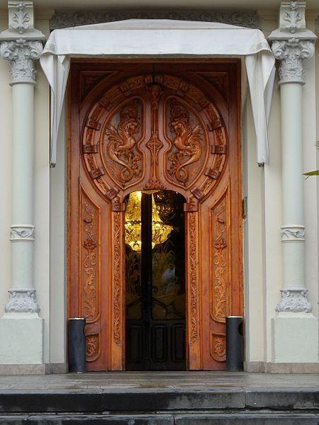 huesca: puerta del casino