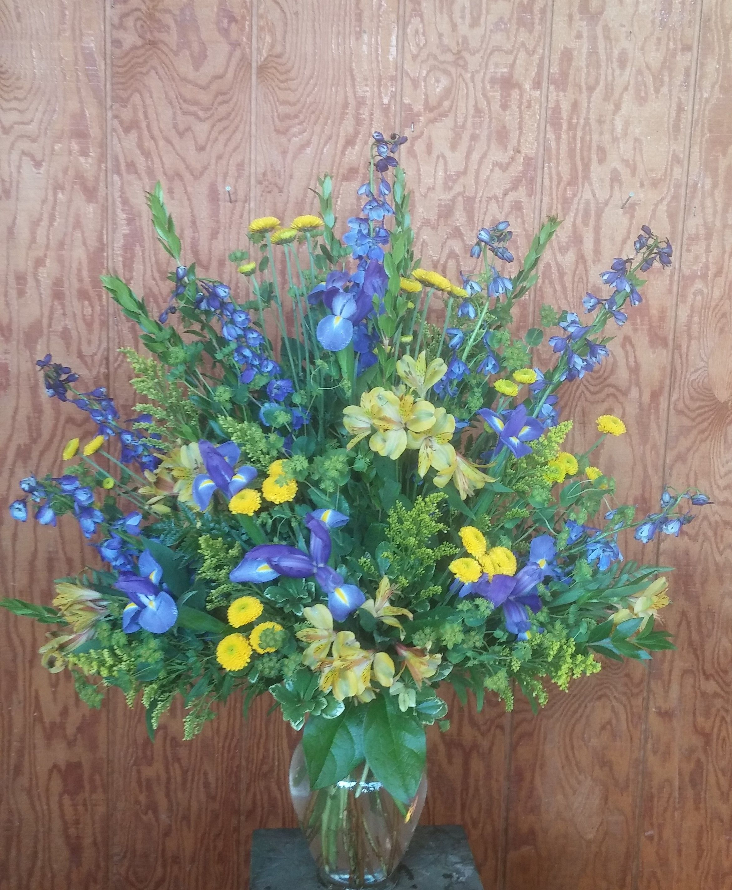 Maize And Blue Podium Arrangement Yellow And Blue Flowers U Of M