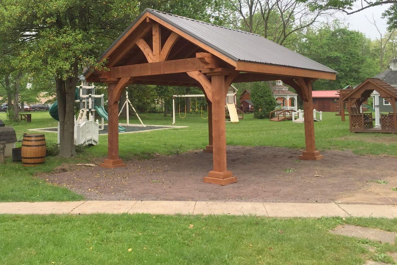 Best Grand Cedar Pavilion With Images Wooden Centerpieces 400 x 300