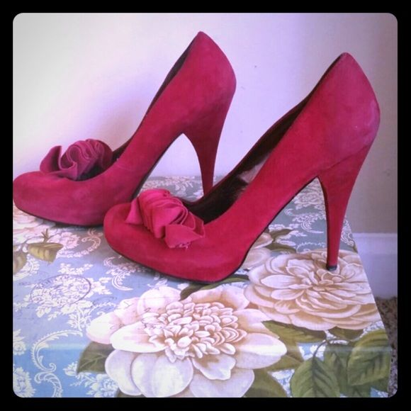 Steve madden stiletto Red ruffles stiletto.  Great condtion. Steve Madden Shoes
