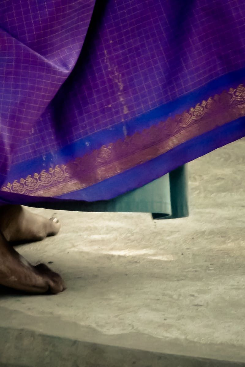 New free photo from Pexels: https://www.pexels.com/photo/barefoot-woman-indian-poverty-31504/ #woman #asian #india
