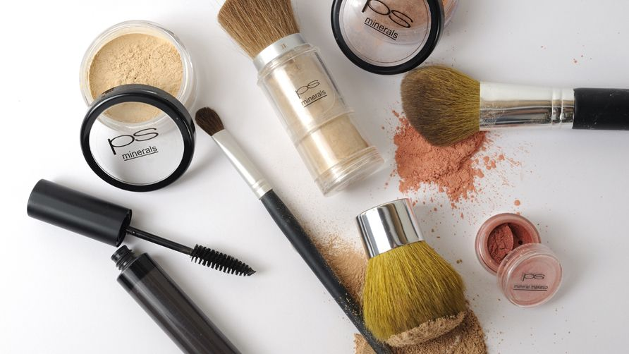 Your Ultimate Guide to Mineral Makeup, tips by Achelle Dunaway. Powders, foundations, bronzers, blushes, and even mascara's in mineral makeup form have stolen the makeup spotlight. Read on to see our top application tips, product recommendations, and health benefits straight from the experts on mineral makeup.