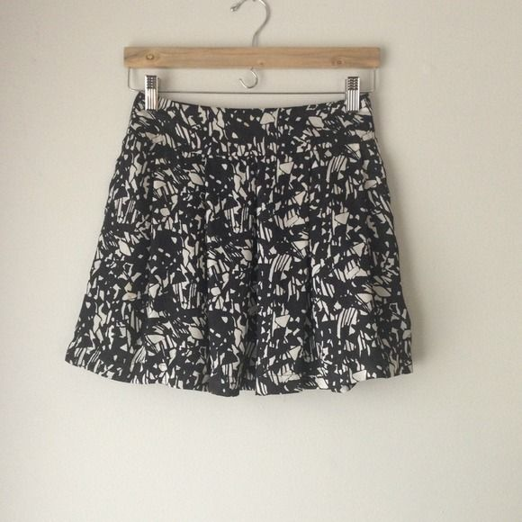 "Selling this ""High waist black white skirt artsy mini"" in my Poshmark closet! My username is: thattlindsay. #shopmycloset #poshmark #fashion #shopping #style #forsale #Forever 21 #Dresses"