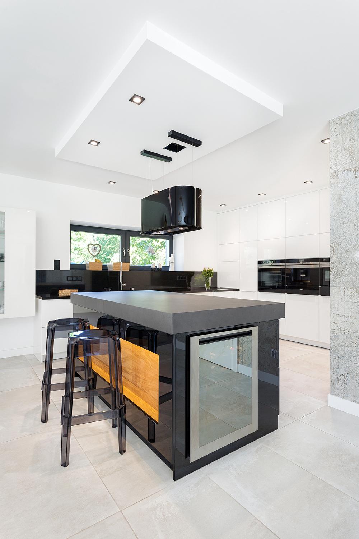 Kilka Tworzyw W Jednym Miejscu Dlaczego Nie Drewno Beton Szklo W Kuchni W Stylu Fusion Nie Ma Zadnych Ograniczen Kuchnia Styl Home Decor Home Decor