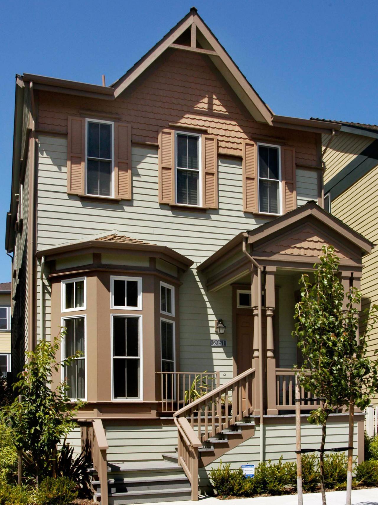 Outfit Your Home's Exterior Modern farmhouse exterior