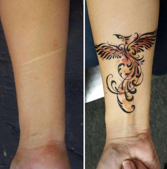 62d0b82ea4a Fenix tatuada no pulso em cima de cicatrizes