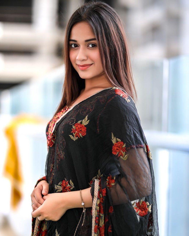 Group4whatsapp Jannat Zubair Rahmani The Tiktok Queen Fashion Fashion Advice Insta Fashion