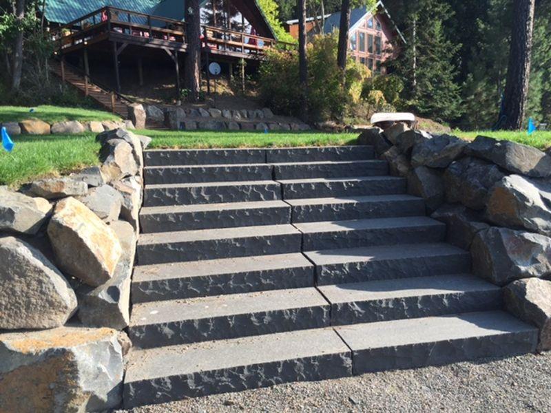 Базальтовая садовая лестница