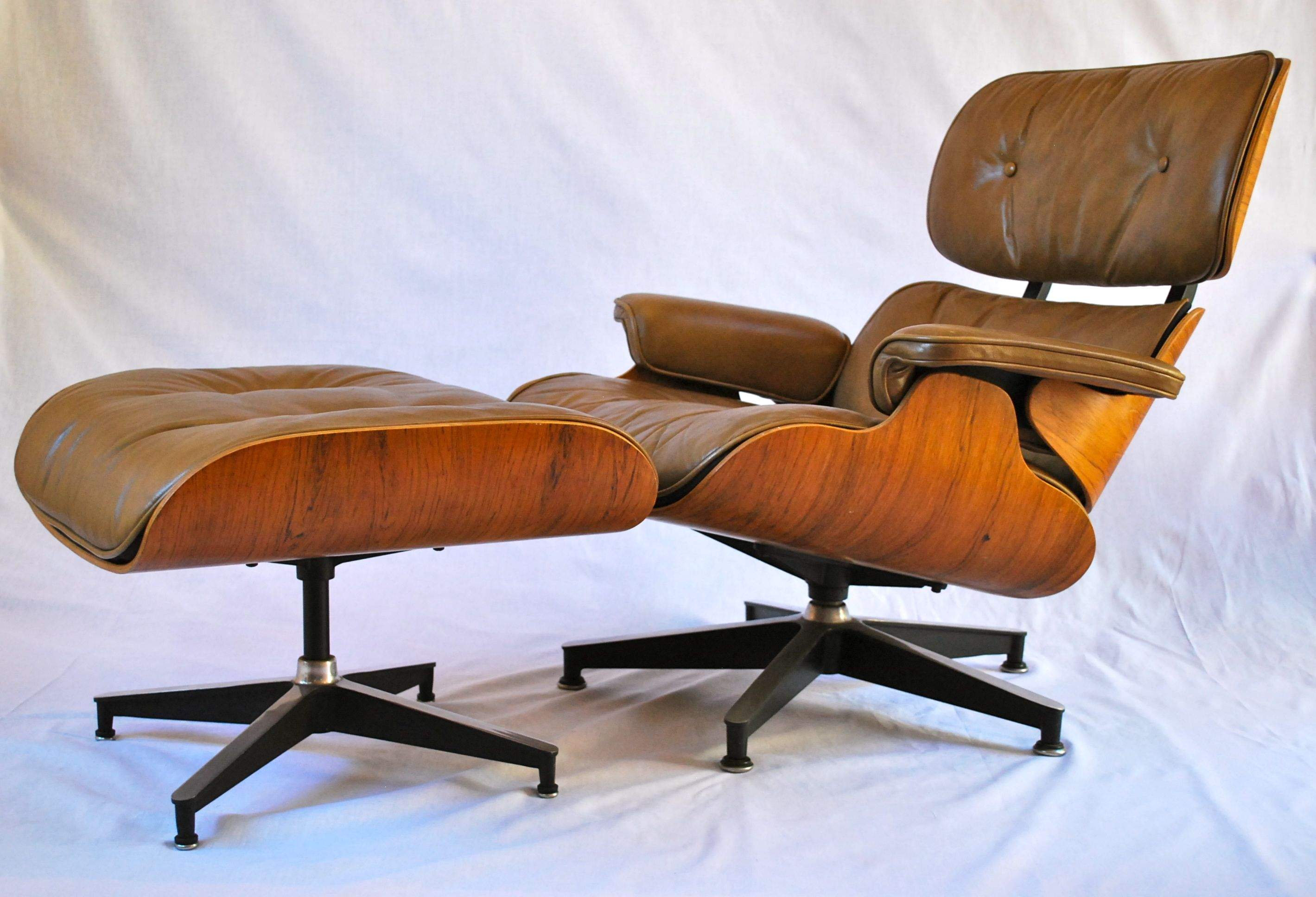 Modern Eames Recliner Chair And Calm Ottoman With Fantastic Leather Brown Cushion And Trendy Soft Brown Wooden Eames Recliner Lounge Stuhl Stuhl Design Eames