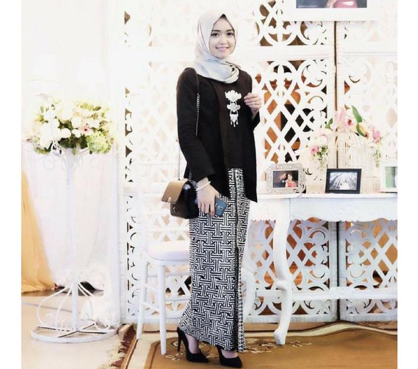 10 Inspirasi Gaya Kondangan Cocok Buat Para Hijaber Busana Batik Kebaya Brokat Kebaya