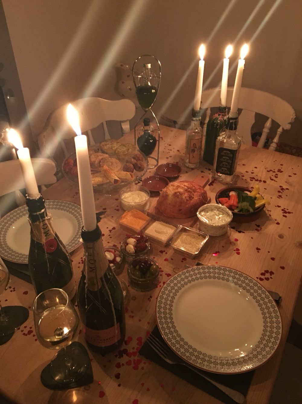 Cosy candlelight dinner for two romantic dinner