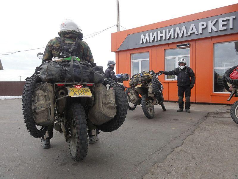 Caution: 'Wide Load' - The Jabamundus boys en-route to the Western BAM