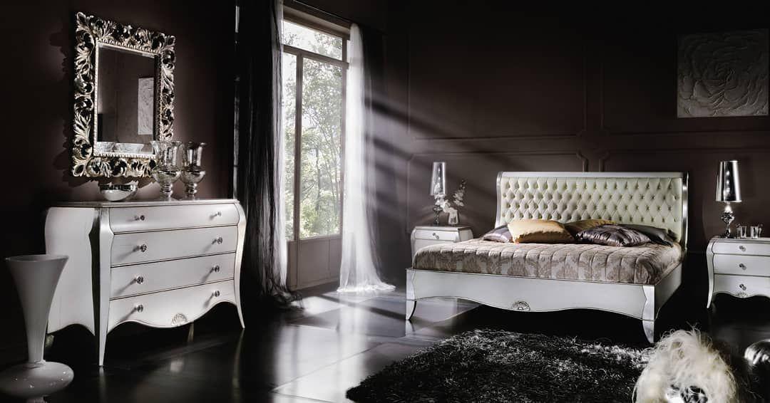 Photo of La camera da letto matrimoniale in legno massiccio proposta con particolari in …